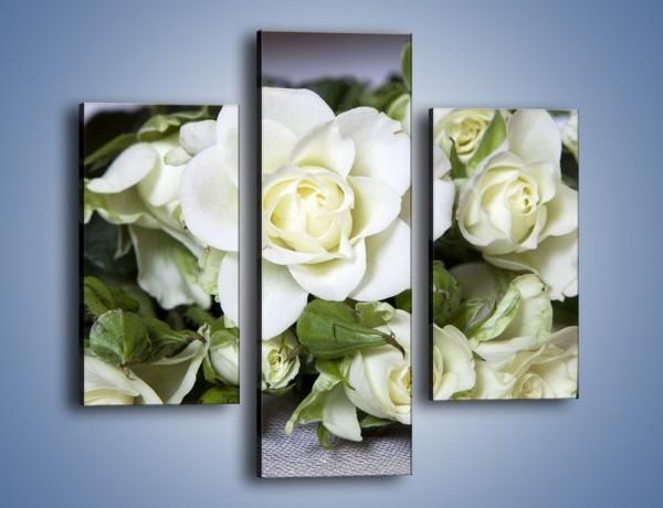 Obraz na płótnie – Białe róże na stole – trzyczęściowy K131W3