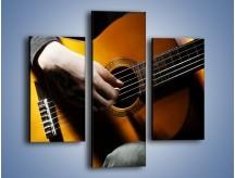 Obraz na płótnie – Chłopiec z gitarą – trzyczęściowy O109W3