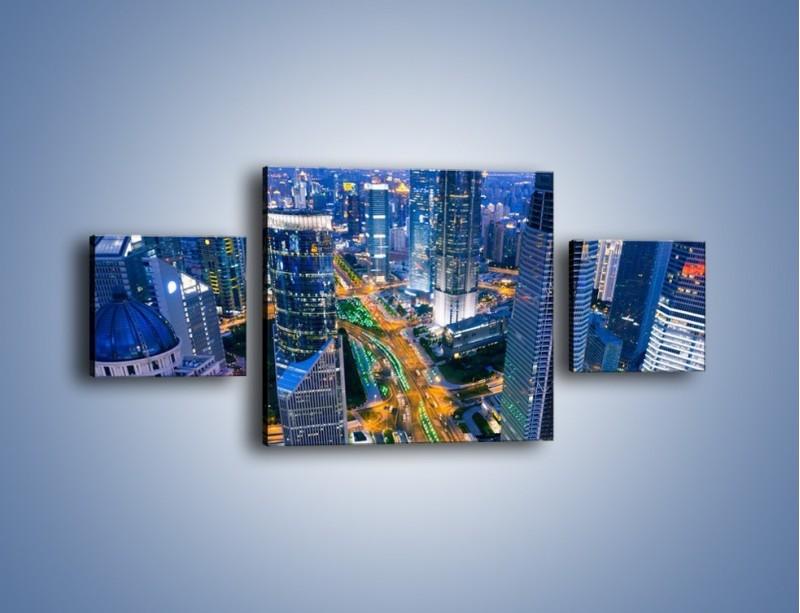 Obraz na płótnie – Oświetlone miasto wczesnym wieczorem – trzyczęściowy AM026W4
