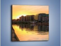 Obraz na płótnie – Kanał portowy o wschodzie słońca – jednoczęściowy kwadratowy AM079