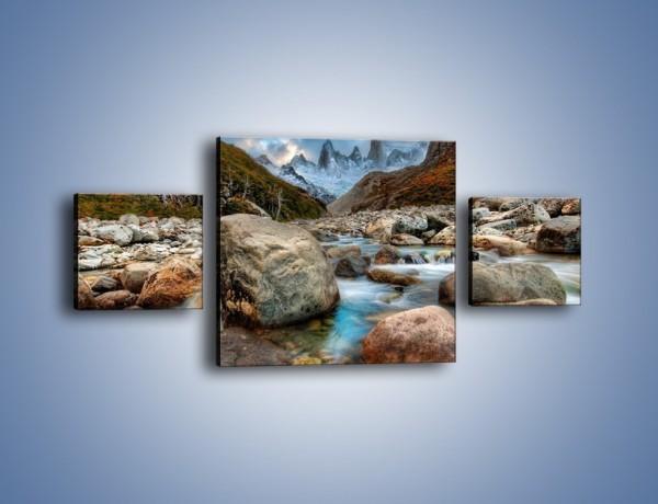 Obraz na płótnie – Niebezpieczny spacer po mokrych kamieniach – trzyczęściowy KN810W4