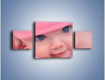 Obraz na płótnie – Bobas w różowej czapeczce – trzyczęściowy L256W4
