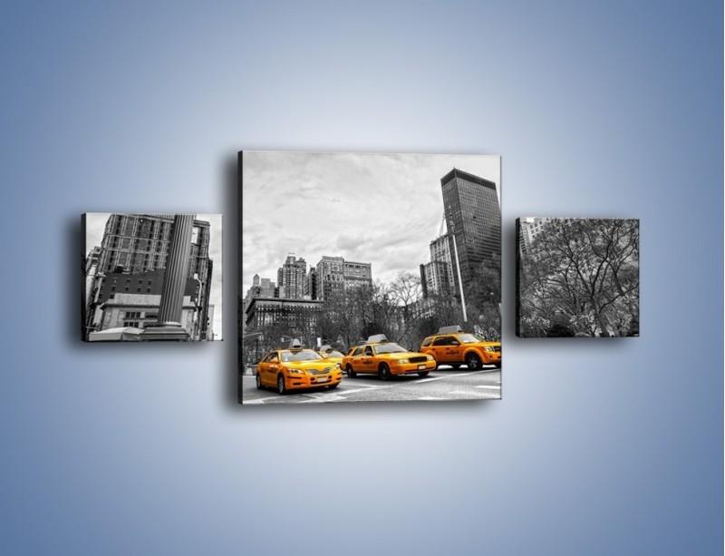Obraz na płótnie – Żółte taksówki na szarym tle miasta – trzyczęściowy TM225W4