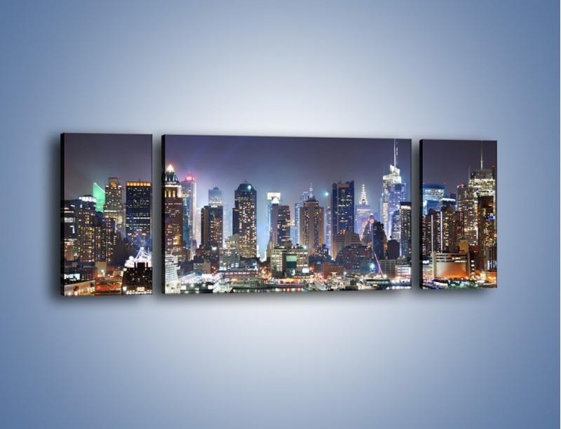 Obraz na płótnie – Oświetlone miasto nocą – trzyczęściowy AM034W5