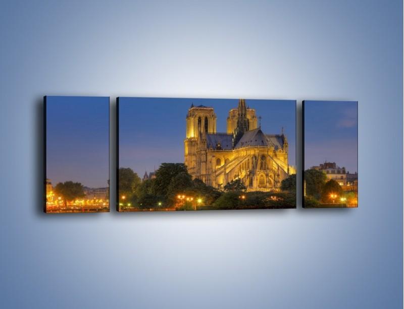 Obraz na płótnie – Kościół w świetle wieczornych lamp – trzyczęściowy AM170W5