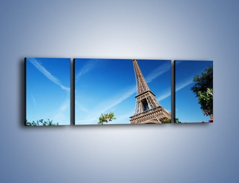Obraz na płótnie – Wieża Eiffla pod błękitnym niebem – trzyczęściowy AM379W5