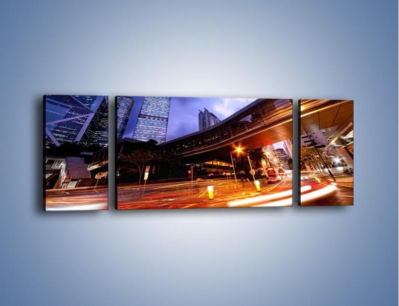 Obraz na płótnie – Drapacze chmur i wieczorny ruch uliczny – trzyczęściowy AM487W5