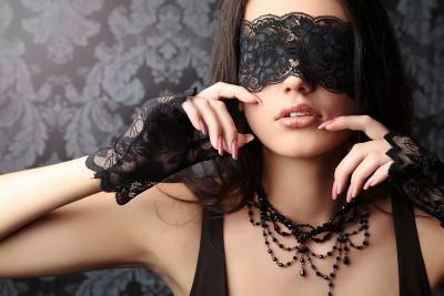 Kobieta i czarne koronki - L078