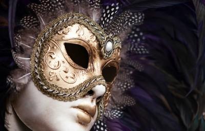 Mroczna maska i pióra - O206