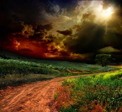 Groźne chmury nad łąką - KN476