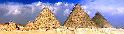 Piramidy w Egipcie pod chmurami - AM098