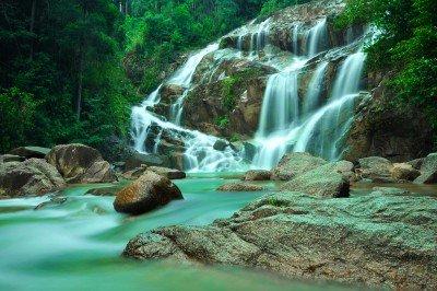 Wodospad i turkus w wodzie - KN681